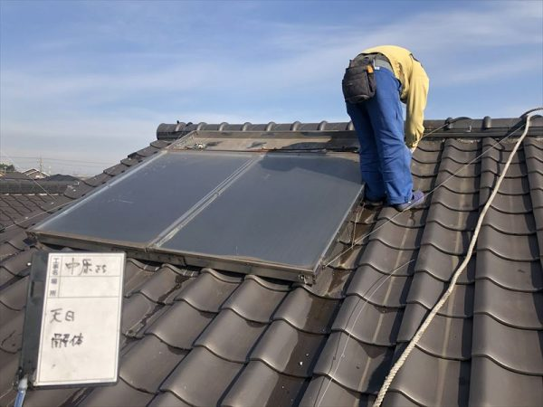 屋根上温水器の撤去
